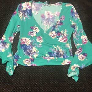 Tops - NWT!! Floral shirt stretch!